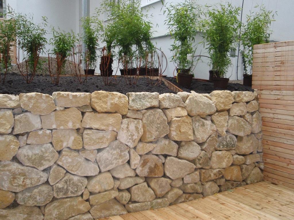 natursteinmauer trockenmauer gr nwertgr nwert. Black Bedroom Furniture Sets. Home Design Ideas